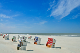 Beach Hut & Wicker Beach Chair Pictures Wall Art as Canvas, Acrylic or Metal Print Wolken über Baltrum