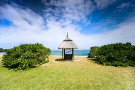 Foto: Aan zee - Beautiful tropical beach with hut in luxury resort