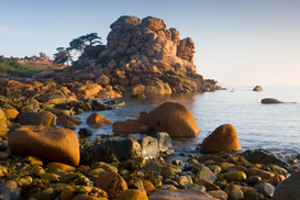 Foto: Eilanden - Rock formations on the Cote de Granit Rose, France