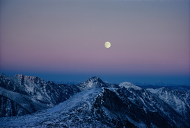 Sterne & Planeten Bilder z.B als Leinwandbild oder Wandbild hinter Acrylglas: Moonrise over Purcell Mountains.  British Columbia, Canada